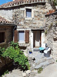 Get rid of the digital stress and enjoy the charming of a 300yrs old stone house