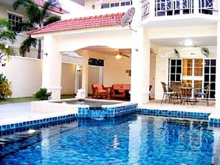 Spacious Villa with Private Pool / Large Outside Area Walking Street 10 Min Away