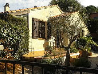 Charming detached bungalow with beautiful garden 10 mins walk to centre of Ceret