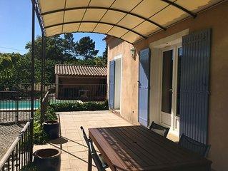 Site exceptionnel, villa avec piscine dans le vignoble au pied du Mt Ventoux