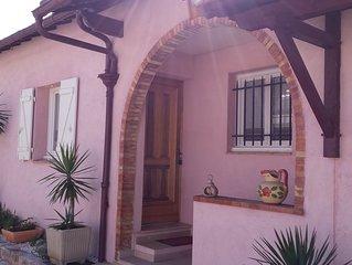 Maison individuelle comportant 2 appartements avec jardins et terrasses
