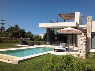 Exceptionnelle villa Moderne, sur Golf  repute, Villa avec employee