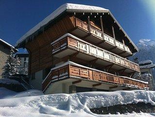 Dans un chalet de propriétaire au cœur du domaine skiable.