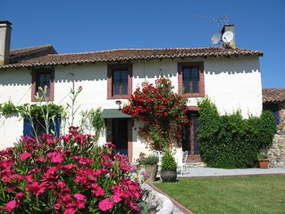 Romantic Limousin dog friendly Farmhouse, lovely character, modern conveniences.