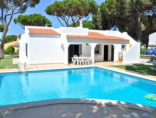 Single storey private pool villa, Golf facing and walking distance to the centre