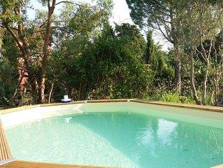 Remise rénovée avec charme, piscine et jardin bucolique au pied du Lubéron