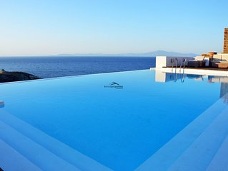 Stone villa, near the sea  with a large swimming pool and a sea view.