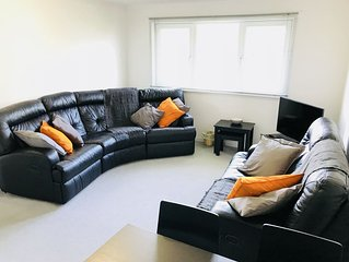 2 BR Aberdeen Apartment Near The Beach & River Don - Free Parking + Free Wi fi