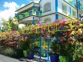 Appartement T1 (studio) avec terrasse, a environ 300 m de la plage de Pereybere.