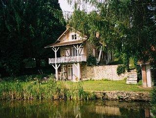 woning met gastenhuisje op prachtig terrein (9 ha) direct aan groot meer(5 ha)