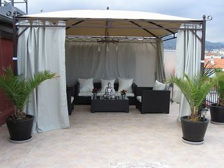 JdV Holidays Apt Passiflore - with A/C and superb roof terrace in central Nice