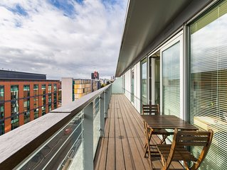 City Centre Penthouse • Stunning Views • Parking