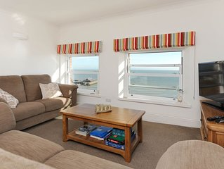 Luxury 2 bed central apartment, unsurpassed sea views