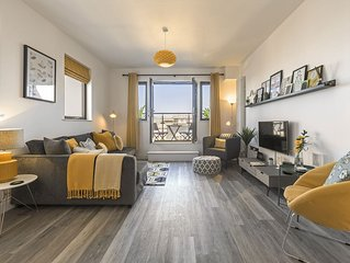 New Luxury Penthouse, Balconies, Beach & Secure Gated Parking.
