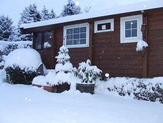SELF CATERING 6 BERTH LOG CABIN, SNOWDONIA, pet friendly, mountain views