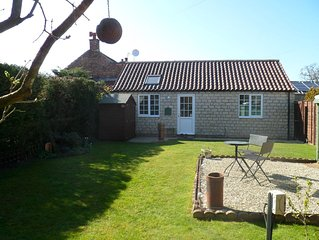 Midsummer  Cottage with private garden in beautiful countryside & great location