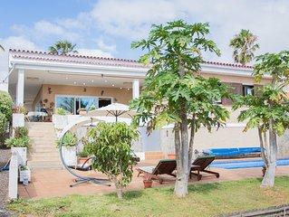 ★ Charming Villa in La Laguna with Pool & Sauna ★