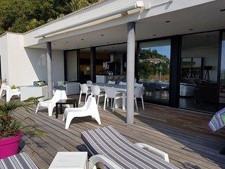 Villa contemporaine vue panoramique sur la mer