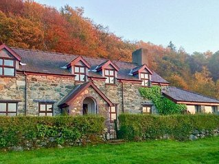 Detached Welsh Cottage. Quiet location with mountain & sea views. Sleeps 7.