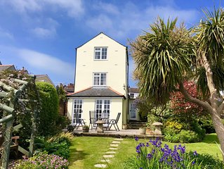 Wonderful 3 Bed Georgian Cottage in West Cowes, with superb views of the Solent.