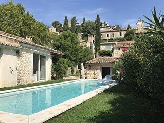 Maison 6/8 personnes avec piscine dans un des plus beaux villages de France