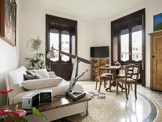 Appartamento centrale, elegante completamente arredato in palazzo signorile.