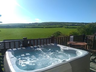 Perfect Cornish Getaway - Hot tub, tranquility and the beach