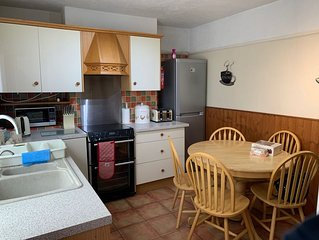 Ideal Holiday Accommodation, Close to Sea Front Attractions, shops & restaurant