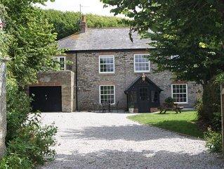 Character cornish stone house, 5 minutes walk to Porthcothan Bay, dog friendly