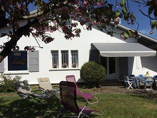 Maison avec joli jardin ensoleille et calme