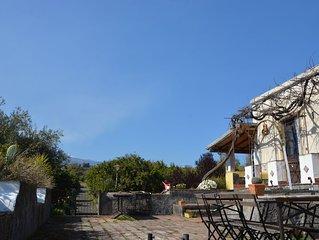Casa Gialla Sicilia - Villa with Swimming Pool Between Etna and the Sea