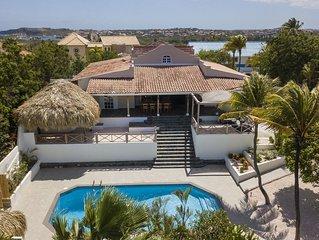 Ruime tropische villa met zwembad voor 6 personen aan het Spaanse Water