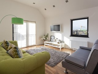 2 bed stylish apartment in Belfast with private parking