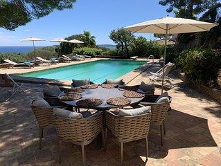 Villa vue mer, au calme à proximité du centre de Sainte Maxime, grande piscine.