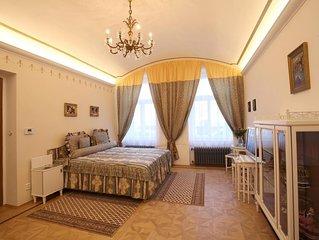 Das romantische Luxusapartment liegt im Erdgeschoss eines Hauses aus dem Jahr1890