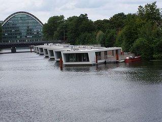 Luxus-Hausboot zentral in Hamburg mit freier Sicht