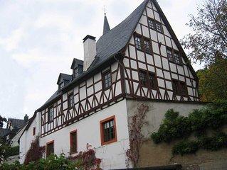 Wohnen in einem denkmalgeschutzten Burghof - Stilvolle Galeriewohnungen