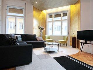 Luxuriöse vergoldete Suite in ruhiger zentraler Seitenstraße
