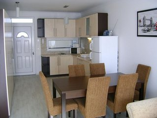 Modern,neu Appartement mit Klima & Pool, Strand 120m, Zentrum 200m, frei WIFI