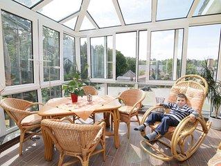 2 - Raum - Ferienwohnung mit großem Wintergarten mit Kamin im Dachgeschoß