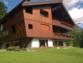 SUGGESTIVE VIEW! BRIGHT LUXURY CHALET 5 MIN WALK FROM CENTRE AND SKI IMPLANTS