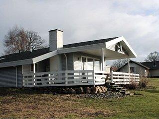 Gemütliches Holzferienhaus auf Rasengrund mit Terrasse, Whirlpool und Sauna