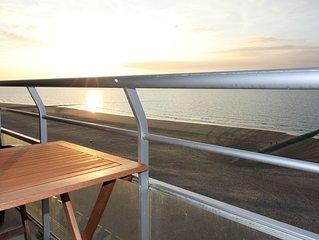 Großzügige, luxuriöse Fewo mit Seeblick an der Strandpromenade großer Balkon
