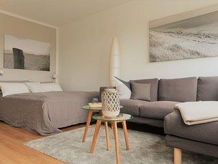 Moderne Wohnung, Seeblick, direkt am Sudstrand, WLAN & Strandkorb inkl.