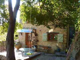 Petite maison de caractère, au coeur d'un des plus beau village de France