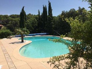 Nous vous accueillerons dans un petit village typique au cœur de la provence