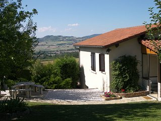Usson, village calme tranquille, a louer maison confortable, vue superbe.