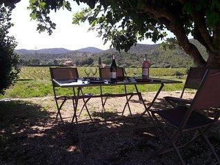Maison de campagne (88m2) entourée de vignes. située à 6 km de la mer