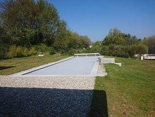 En campagne, jardin piscine