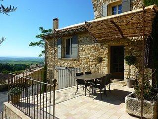 Maison provençale au calme et au coeur du village de Gigondas